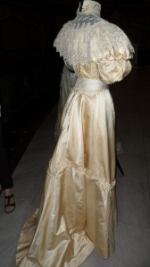 1898 wedding dress from the Canadian Costume Museum ...