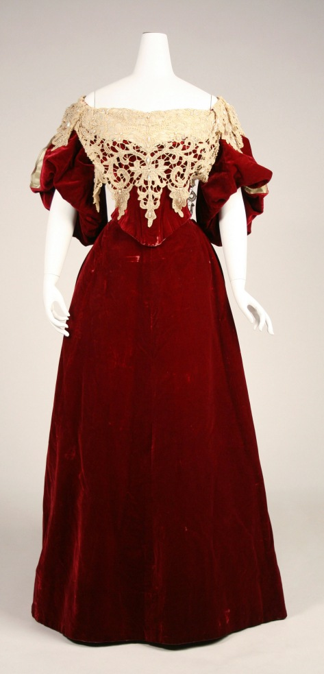 1893-95 ball or evening gown