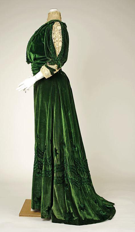 1905-07 dress green velvet b