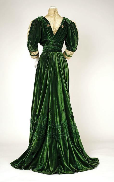 1905-07 dress green velvet c