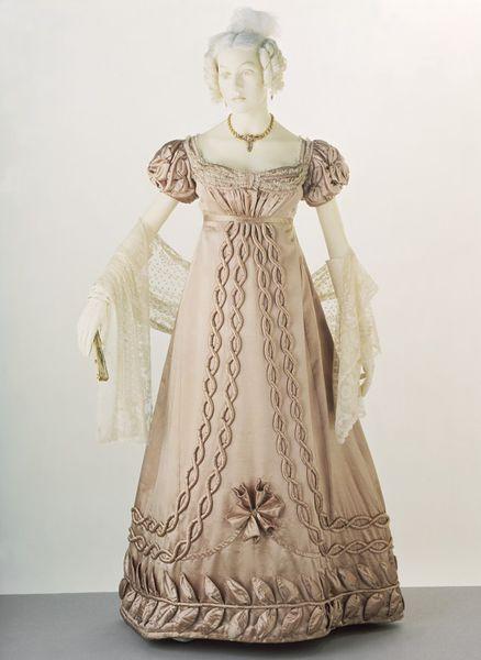 1820-29 dress V&A