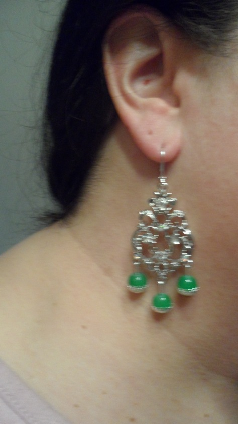 The base is fancy and symbolizes a crown and the green beads symbolize the pea.
