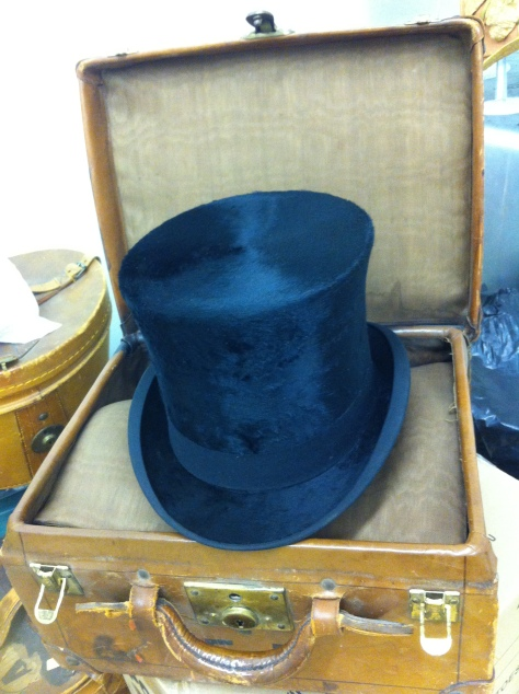 1900 top hat and case c