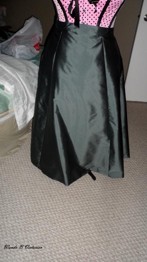 This plain skirt belongs to my 1873 Polanaise