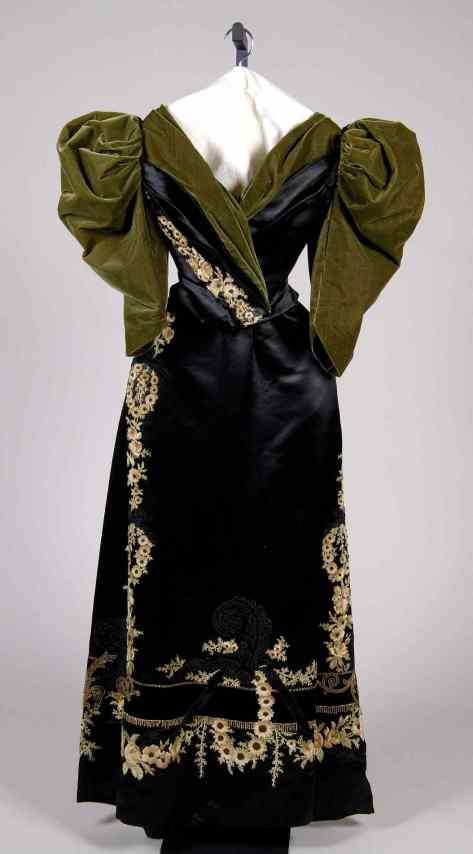 1895 evening dress at the Met