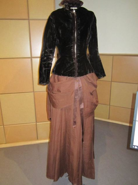1880's dress and hat velvet CMC a