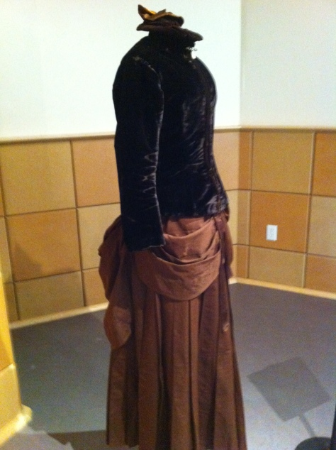 1880's dress and hat velvet CMC c