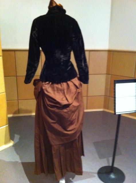 1880's dress and hat velvet CMC d