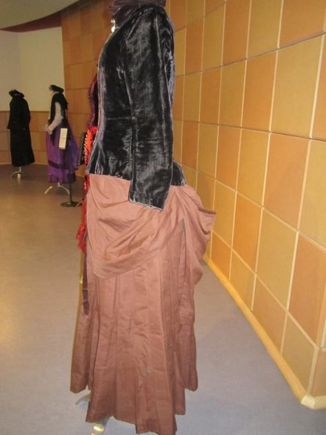 1880's dress and hat velvet CMC e