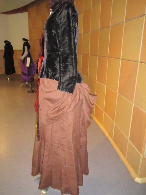 1880's dress and hat velvet CMC e