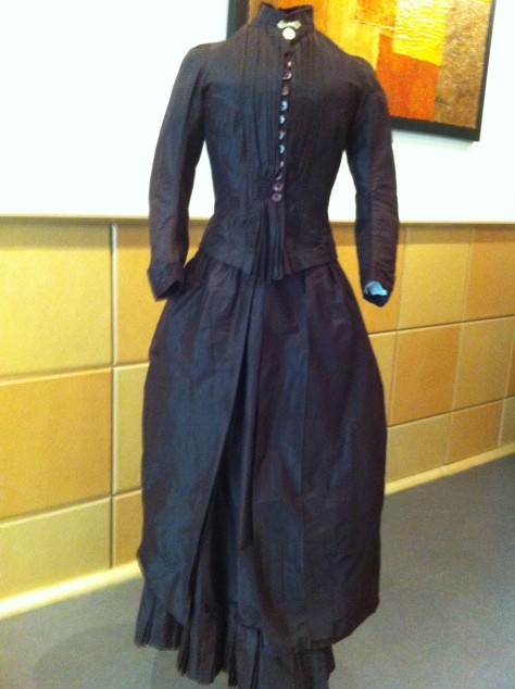 1880's dress pleated brown CMC a