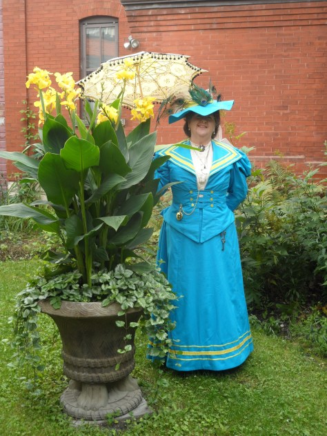 We really liked this yellow flower.  It went with Shirley's outfit so well!