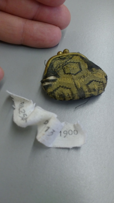 1900 coin purse CMC a