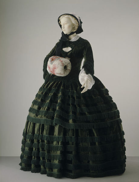 1855-57 day dress V&A a