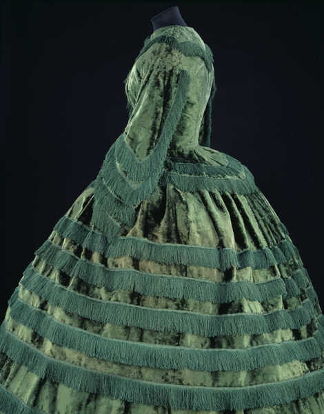 1855-57 day dress V&A b